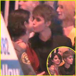 Selena Gomez & Justin Bieber: Kiss, Kiss!