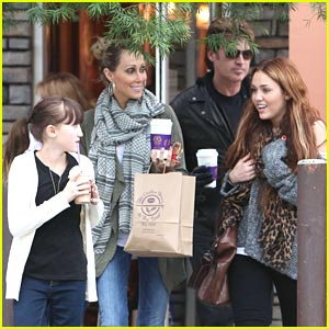 Miley Cyrus Family on Miley Cyrus  Coffee Bean Family Outing