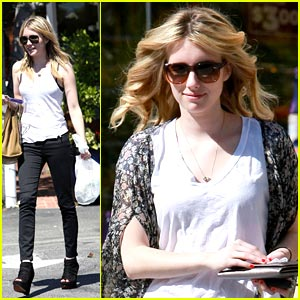Emma Roberts: Winter Kate Cutie