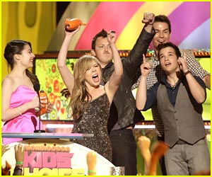 Nathan Kress & Noah Munck: iCarly Wins Fave TV Show!