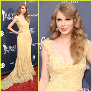 Taylor Swift: Elie Saab Couture Stunning