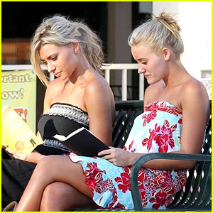 Aly & AJ Michalka: Reading Is Cool!