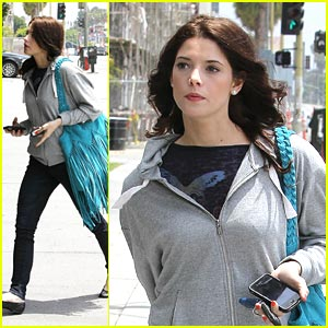 Ashley Greene: Blue Bag Beauty