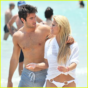 Cassie Scerbo &#038; Joshua Bowman: Miami Mates