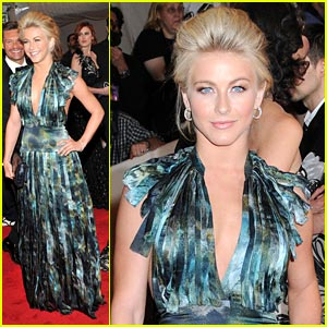 Julianne Hough: Burberry Beauty at the Ball