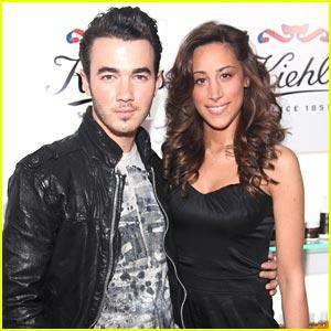 Kevin & Danielle Jonas: Kiehl's Couple