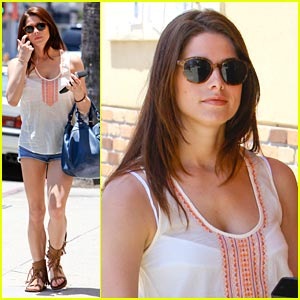 Ashley Greene: Panera Bread Beauty