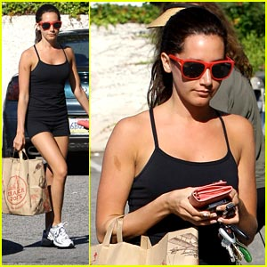 Ashley Tisdale: Trader Joe's Run