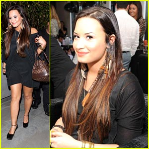Demi Lovato: CoverGirl Beauty Bar