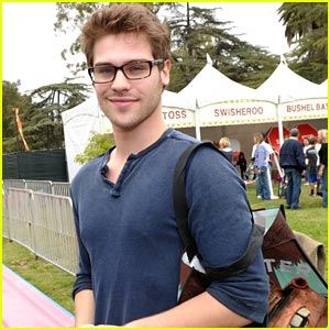 Grey Damon: 'Nine Lives of Chloe King' Premieres Tonight!