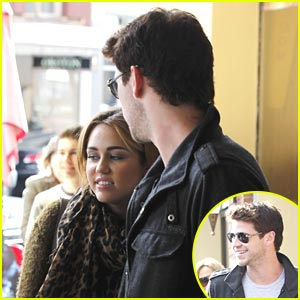 Miley Cyrus &#038; Liam Hemsworth: Chapel Street Sweethearts