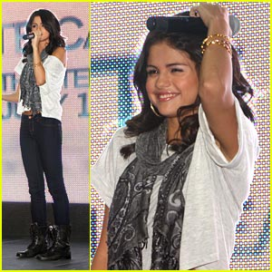 Selena Gomez: Laurel Park Place Pretty