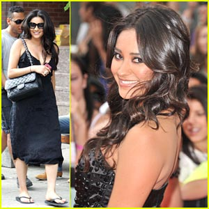 Shay Mitchell - MMVA Awards 2011
