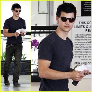 Taylor Lautner: Subway Stud
