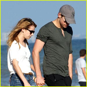 Emma Roberts & Chord Overstreet: Romantic Walk on the Beach