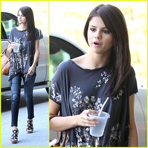 Selena Gomez: Mexican Before Meetings