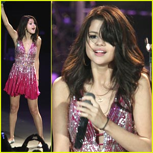 Selena Gomez Makes A Scene at the OC Fair -- with Justin Bieber!