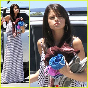 Selena Gomez Crashes Wedding with Justin Bieber!