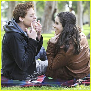 Vanessa Marano &#038; Sean Berdy: Signs &#038; Smooches in the Park