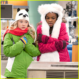 China Anne McClain &#038; Sierra McCormick Chill Out
