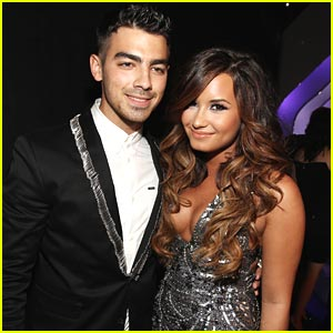 Demi Lovato & Joe Jonas -- MTV VMAs 2011