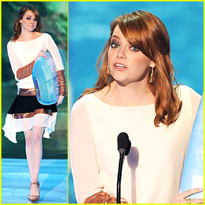 Emma Stone Presents Taylor Swift TCA Surfboard!