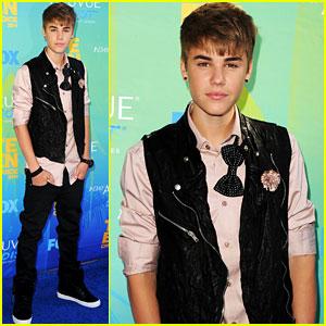 Justin Bieber - Teen Choice Awards 2011 Red Carpet