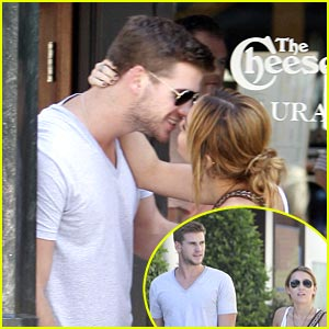 Miley Cryus &#038; Liam Hemsworth: Cheesecake Kisses