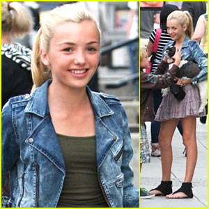 Peyton List: Japadog Hotdog Lunch!