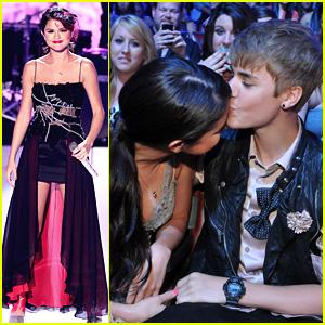 Selena Gomez & Justin Bieber: TCA Kiss!