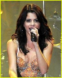 Selena Gomez: Britney Spears Tribute!