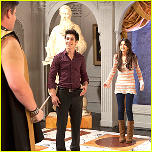 Selena Gomez &#038; David Henrie: Wizards Test Time!