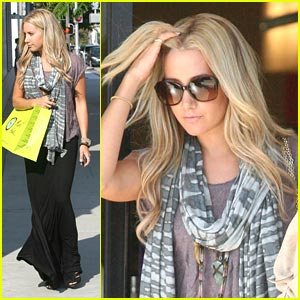 Ashley Tisdale: Planet Blue Shopping Stop!