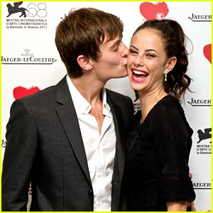 Kaya Scodelario & Elliott Tittensor: Cheek Kisses!