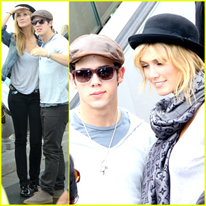 Nick Jonas & Delta Goodrem: Sightseeing Sweethearts!