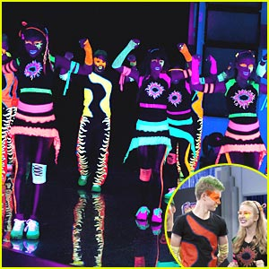 Shake It Up: Blacklights, Bay-Bee!