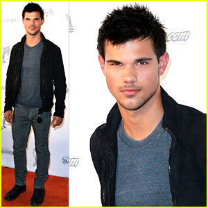 Taylor Lautner: Monday Night Football Game Guy!