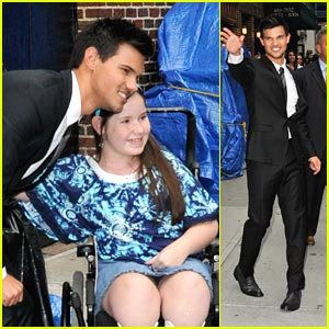 Taylor Lautner Suits Up for Letterman