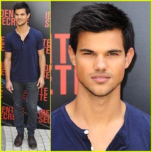 Taylor Lautner: 'Abduction' Photo Call in Paris