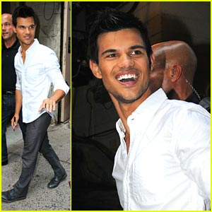 Taylor Lautner: Kissing Lily Collins Was 'Easy'