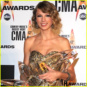 Taylor Swift Scores Five CMA Award Nominations!
