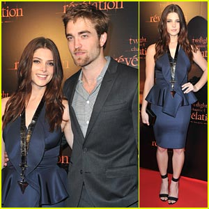 Ashley Greene & Robert Pattinson: Paris Premiere Pals
