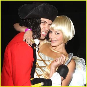 Drew Seeley &#038; Amy Paffrath: Halloweenie!