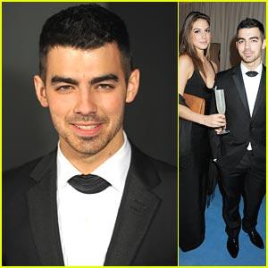 Joe Jonas Supports Elton John AIDS Foundation