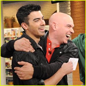 Joe Jonas 'Chew's It Up
