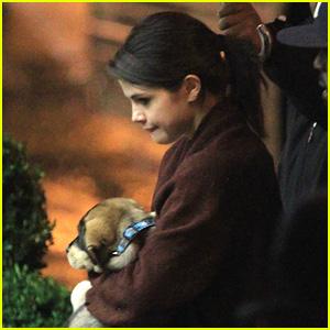 Selena Gomez: Toting Baylor In Toronto