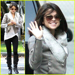 Selena Gomez: Blo Salon Beauty