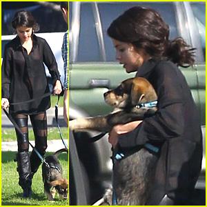 Selena Gomez Gives Baylor a Bathroom Break!