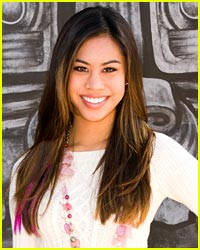 Ashley Argota Hosts Q&A from College Dorm