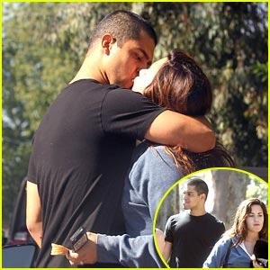 Demi Lovato & Wilmer Valderrama: Kiss Kiss!